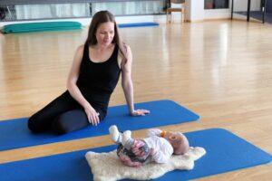 bewegte rueckbildung 2 300x200 Schwangerschaftsrückbildung in Thun mit Petra Reiter